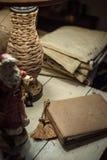 Notitieboekje en Santa Claus-cijfer stock afbeeldingen