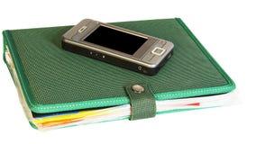 Notitieboekje en slimme telefoon Stock Afbeeldingen