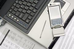Notitieboekje en smartphone. Het werk van het bureau. Royalty-vrije Stock Afbeelding