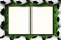 Notitieboekje en voetbal stock foto's