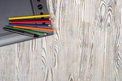 Notitieboekje grafische tablet en potloden Stock Afbeeldingen