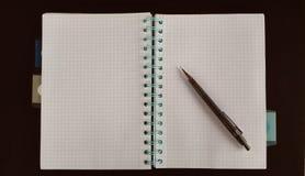 Notitieboekje klaar te schrijven Stock Foto