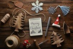 Notitieboekje met decoratie in nieuw jaarthema stock foto