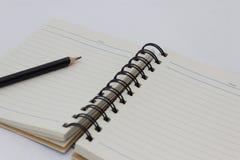 Notitieboekje met een potlood Zachte nadruk Stock Foto's