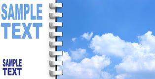Notitieboekje met hemel op volgende pagina stock foto's