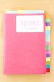 Notitieboekje met Leeg Tab Dividers Stock Afbeeldingen