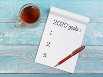 Notitieboekje met nieuwe jarendoelstellingen voor 2020 Stock Foto