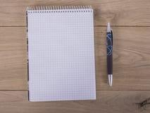 Notitieboekje met Pen Royalty-vrije Stock Afbeeldingen