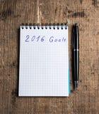Notitieboekje met pen en doelstellingen van 2016 Stock Foto