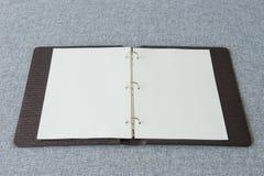 Notitieboekje, Ringsbindmiddel op stoffenachtergrond Royalty-vrije Stock Fotografie
