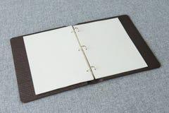 Notitieboekje, Ringsbindmiddel op stoffenachtergrond Royalty-vrije Stock Afbeeldingen