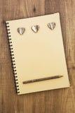 Notitieboekje voor liefde op houten lijst Rustieke stijl Stock Afbeelding