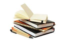Notitieboekjes en pennen royalty-vrije stock afbeelding