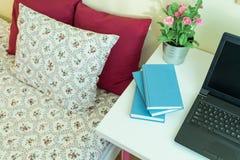 Notizbücher auf einem Schreibtisch Stockbild