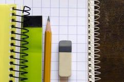 Notizbücher und Bleistift Stockbild