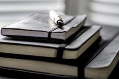Notizbücher und Stift stockbild