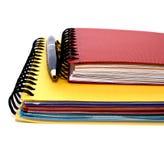 Notizbücher und Stift lizenzfreie stockfotos