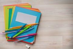 Notizbücher und Stifte Stockbild