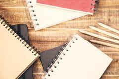 Notizblöcke und Bleistifte Lizenzfreie Stockfotografie