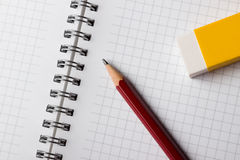 Notizblock-Bleistift und Radiergummi Stockbild