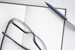 Notizblock für das Schreiben des Textes Stockbilder