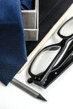 Notizblock, Gläser, Bindung und Bleistift Lizenzfreies Stockfoto
