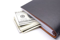 Notizblock mit Geld auf weißem Hintergrund stockfotografie