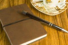 Notizblock mit Kugelschreiber Stockbild