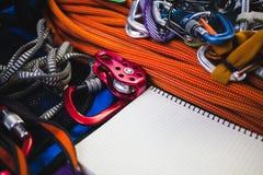 Notizblock, Seil und Karabiner Lizenzfreies Stockfoto