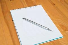 Notizblock und Bleistift Lizenzfreies Stockfoto