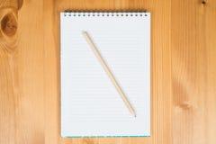 Notizblock und Bleistift Lizenzfreie Stockfotos