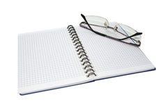 Notizblock und Gläser Stockbilder