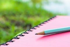 Notizblock und Stift Stockfoto