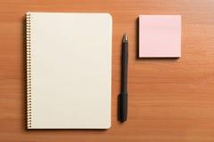 Notizblock und Stift Stockfotos