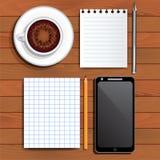 Notizblockblätter, Cappuccino, Smartphone Stockfotos