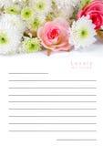 Notizbuch auf Blumenbeschaffenheit Stockbilder