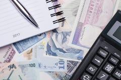 Notizbuch 2017 auf dem Hintergrund des Geldes Stockfoto