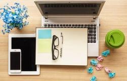 Notizbuch auf einem Arbeitsschreibtisch Lizenzfreies Stockfoto