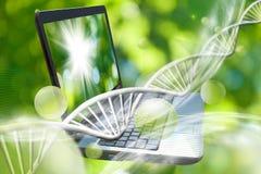 Notizbuch auf genetischem Kettenhintergrund Stockbilder