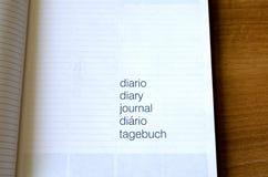 Notizbuch auf Holztisch Lizenzfreies Stockfoto
