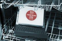 Notizbuch in der Spülmaschine - Viruswarnung Lizenzfreies Stockfoto