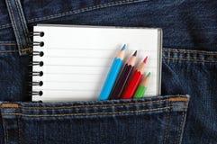 Notizbuch in der Tasche. Stockfoto
