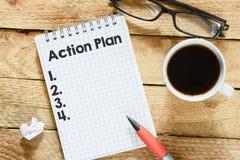 Notizbuch mit Aktionsplan Stockbild