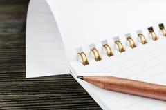 Notizbuch mit Bleistift Stockfoto
