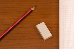 Notizbuch mit Bleistift Stockbilder