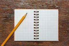 Notizbuch mit Bleistift Stockbild
