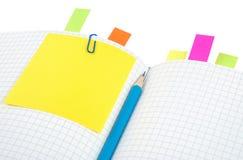 Notizbuch mit Bleistift und Bookmarks Stockbild