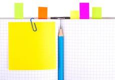 Notizbuch mit Bleistift und Bookmarks Stockfotografie