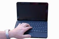 Notizbuch mit der Hand und schwarzem Bildschirm Stockfoto