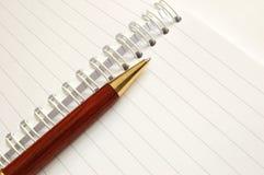 Notizbuch mit einer Feder Stockfotografie